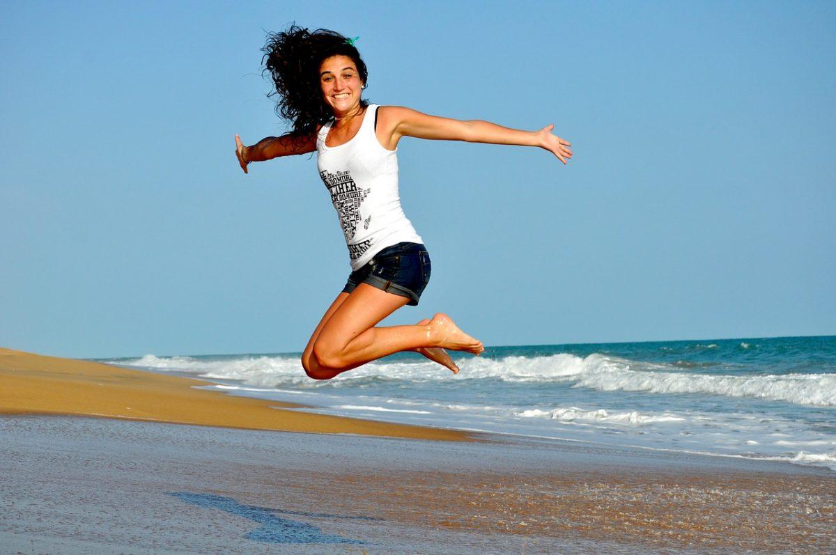Was tun gegen trockene Haarspitzen und sprödes Haar im Sommer?