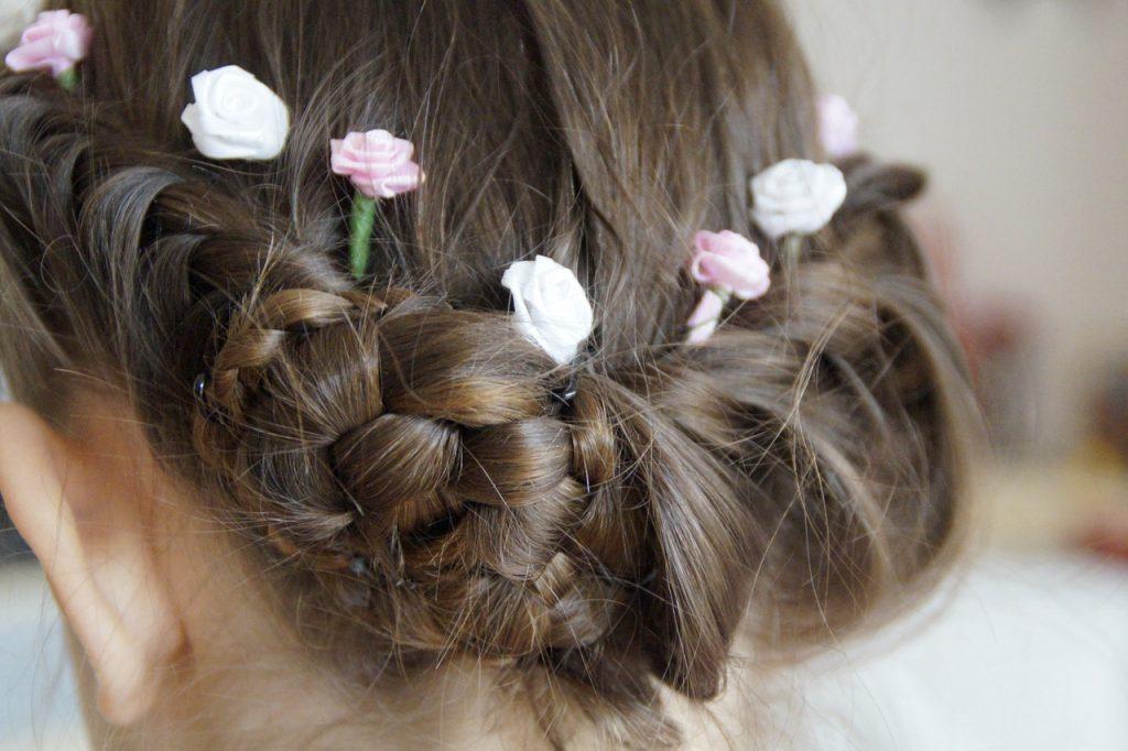 MargotundMargit: Kleine Accessoires verschönern jede Frisur.